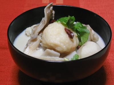 白い野菜と海老団子のおぼろ豆腐椀