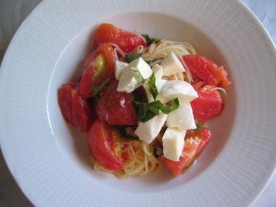 フルーツトマトの冷たいパスタ